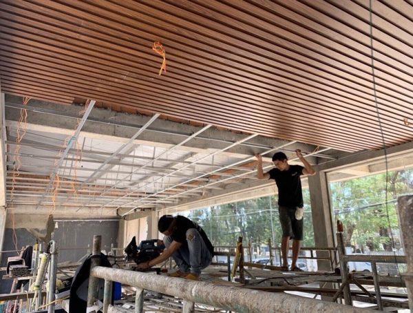Nhadep968 thi công Lam gỗ nhựa ốp trần cho khách hàng