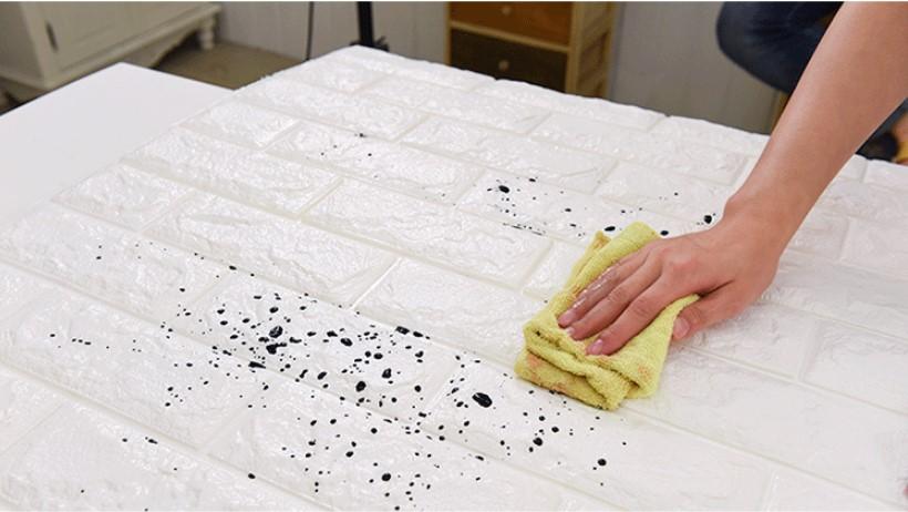 xốp dán tường sau khi lau vết bẩn